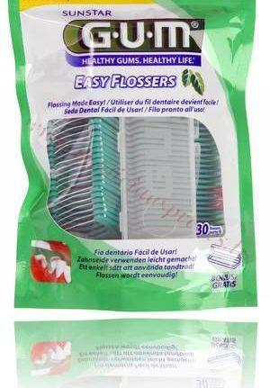 GUM Easy-Flossers zobu diegs rokturī.